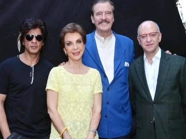 Video : SRK's special guest on <i>Happy New Year</i> sets