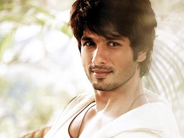 Shahid turns 33 in Goa