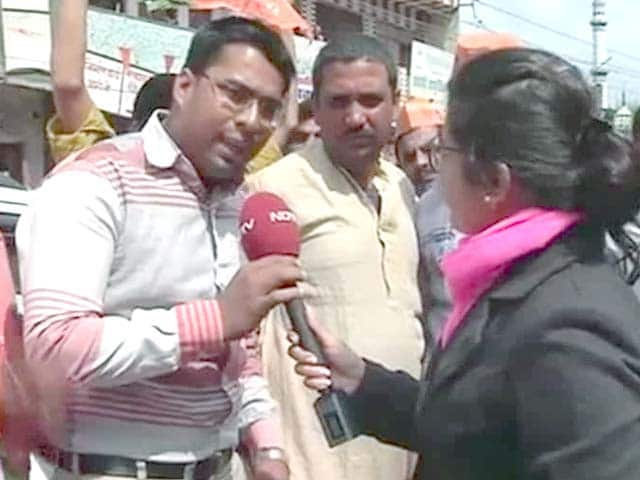 Video : Why isn't Narendra Modi speaking on gas price issue, ask AAP supporters