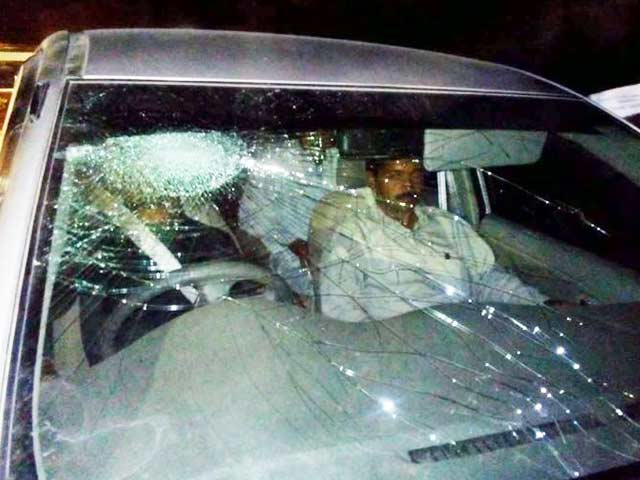 Video : Day 1 of Gujarat road-show bumpy for Arvind Kejriwal, convoy attacked