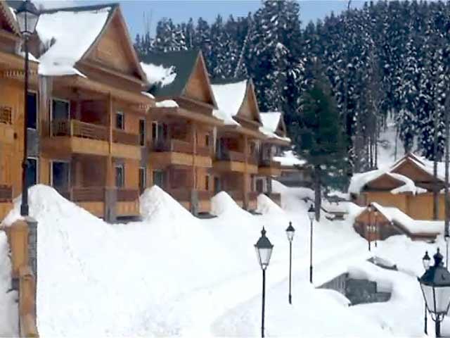 Video : कश्मीर के कई इलाकों में बर्फबारी, स्कूल किए गए बंद