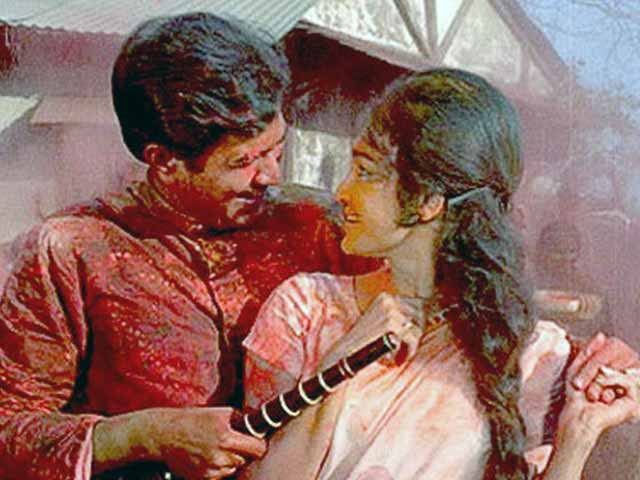 Video : Balam to Aaj Na Chhodenge: our favourite Holi songs
