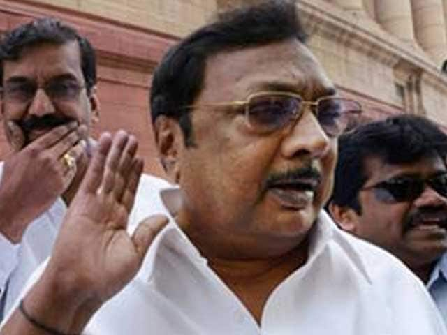 Video : Alagiri, benched by the DMK, now expelled by his father