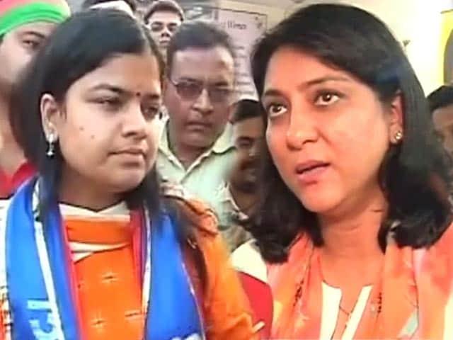 Video : लोकसभा चुनाव 2014 : मुंबई में महिला प्रत्याशियों ने लगाया जोर