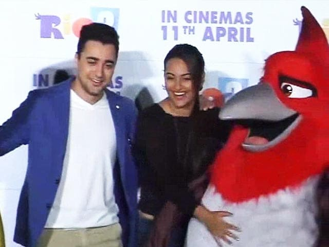 Video : Sonakshi and Imran 'flock together'