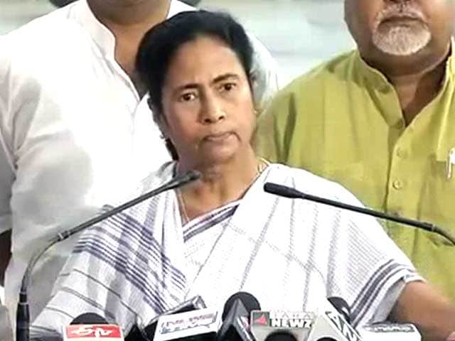 Video : Furious Mamata dares Election Commission to transfer officials in Bengal