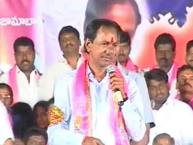 Video : KCR urges Telangana voters to 'throw out Andhra parties'