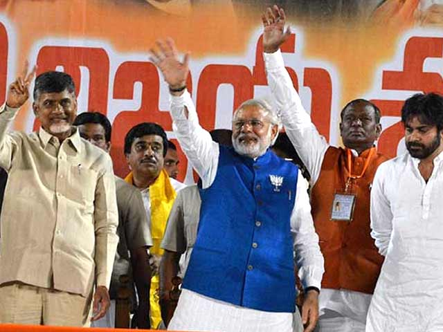 Video : Differences forgotten as Narendra Modi, Chandrababu Naidu put up joint show