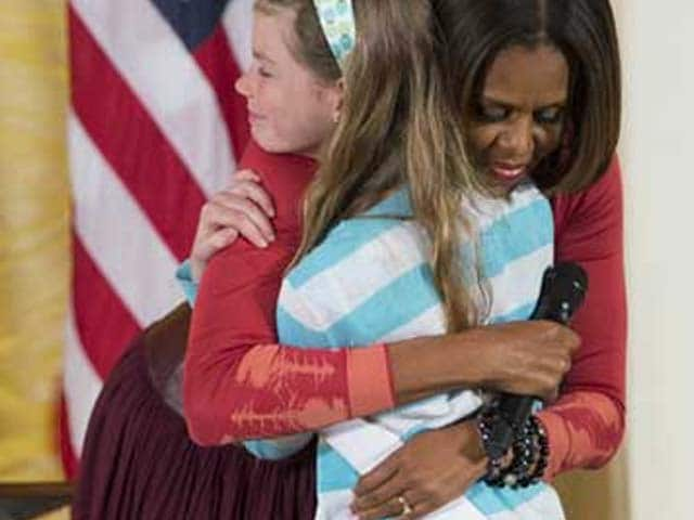 Video : Girl surprises Michelle Obama with jobless father's resume