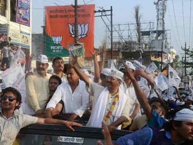 Video : Kejriwal's Roadshow In Varanasi, Hours After Modi's Drive-through