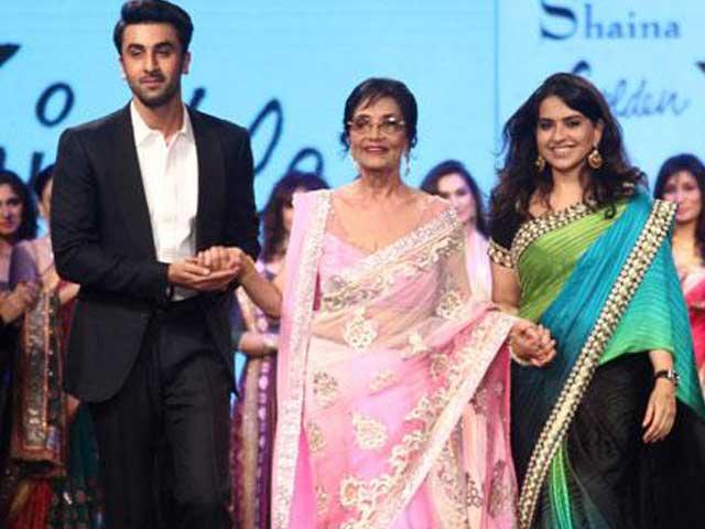 Video : Rare Appearance: Sadhana Walks the Ramp With Ranbir Kapoor