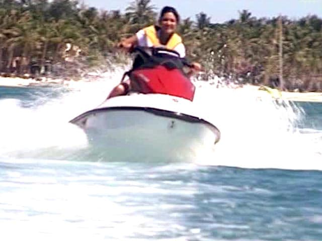 Video : Jet Skiing and Para Sailing in the Islands of Philippines