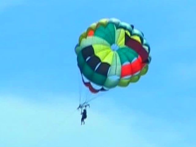 Video : Go Parasailing in ever-so Enchanting Mauritius