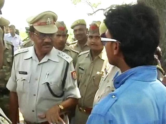 Video : Caught on Camera: In Badaun, Cop Turns Away Villager Who Came to File FIR