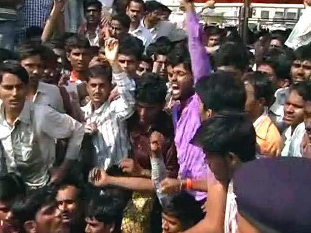 Video : मुंडे के अंतिम संस्कार के बाद समर्थकों ने मचाया हंगामा