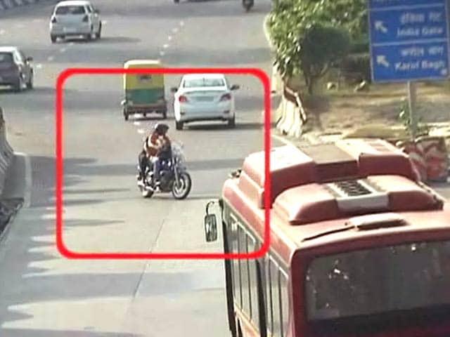 Video : प्राइम टाइम इंट्रो : सड़क सुरक्षा प्राथमिकता क्यों नहीं?