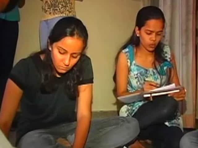 Video : दिल्ली के मॉल्स को रात 10 बजे के बाद बिजली सप्लाई नहीं : उपराज्यपाल