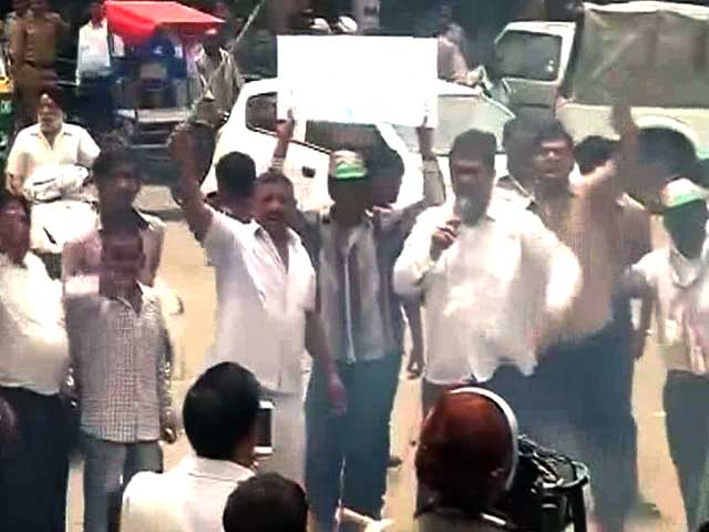 Video : Congress Continues Its Protests Over Delhi's Power and Water Crisis