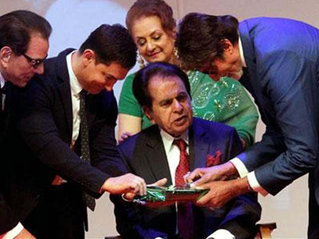 Dilip Kumar is the Man of Substance, Big B's wages a Yudh