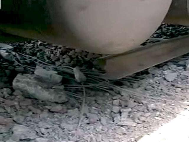 Video : रेल हादसे की जगह पर पटरी कटी हुई है : राजीव प्रताप रूडी