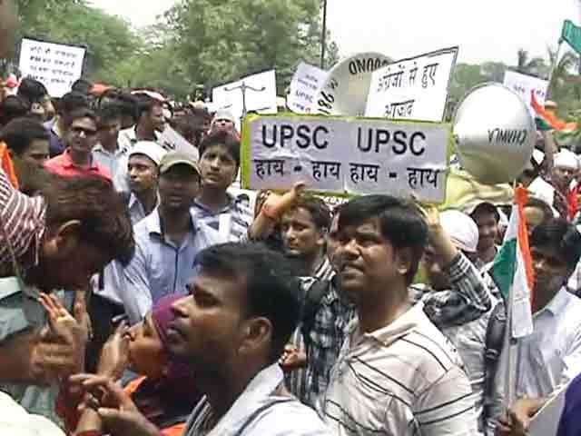 Video : पीछे छूटती हिंदी : सड़कों पर उतरे यूपीएससी उम्मीदवार