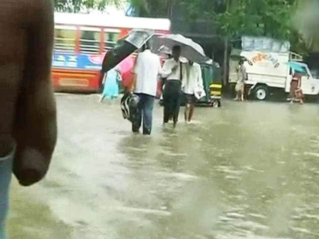 Video : Monsoon Finally Lashes Mumbai With Heavy Rains, Slows Down Traffic