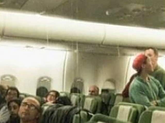 Video : Flight Turns Back to Los Angeles After Leak 'Floods Aisles'