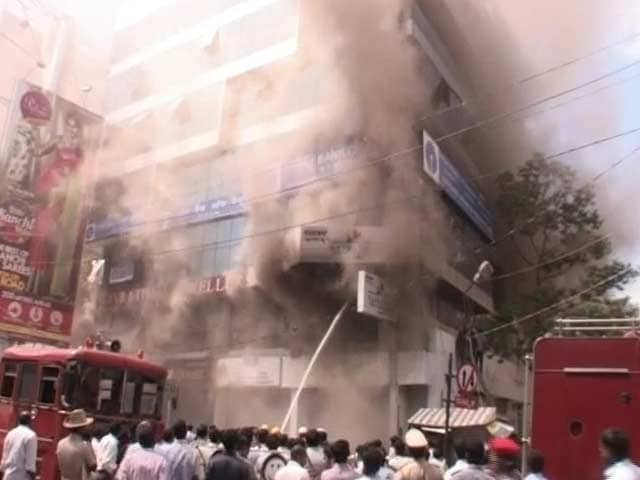 Video : In Bangalore, Gold Flung Out in Plastic Bags After Fire in Jewellery Store