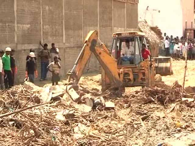 Video : Tiruvallur: 11 Dead as Godown Wall Collapses, One Held