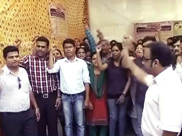 Video : महाराष्ट्र में हड़ताली डॉक्टरों पर सरकार की सख्ती