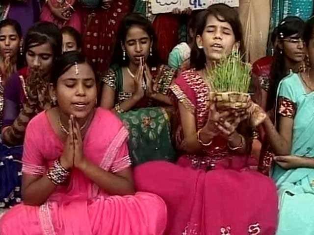Video : A Desperate Gujarat Prays for Rain