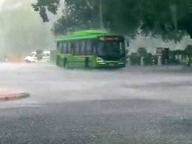 Video : Rain in Delhi Brings Respite From Sultry Weather Conditions