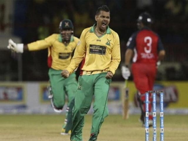 Video : Sunil Narine Bowls T20's First Maiden Super-Over