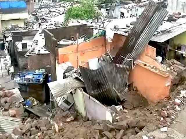 Video : भोपाल : भारी बारिश से दीवार गिरी, दो लोगों की मौत