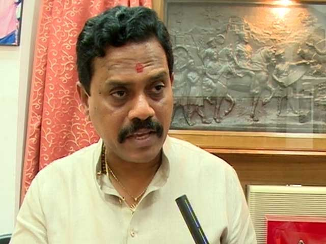 Video : 'Didn't Know he Was Muslim, We Attend Iftaars': Sena MP Vichare Defends Himself