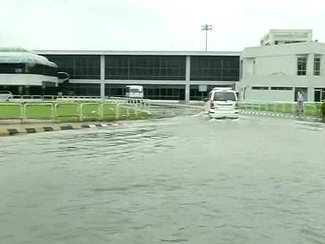 Video : Heavy Rain Disrupts Normal Life in Gujarat