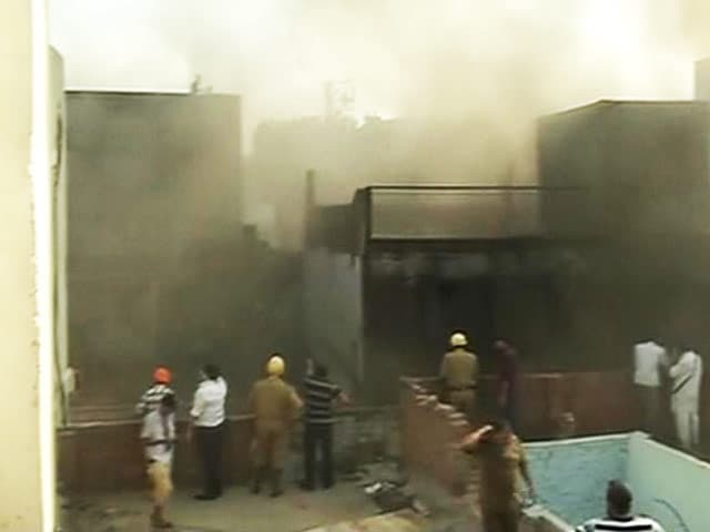 Video : Two Fires at Two Major Markets in Delhi, No Casualties