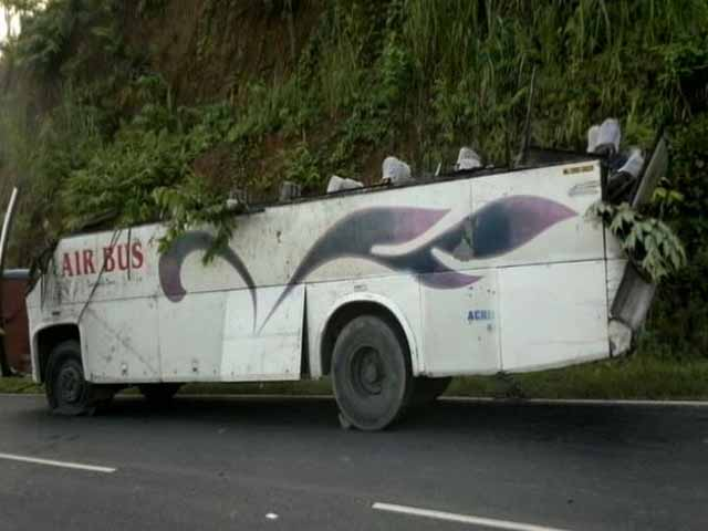 Video : Four Dead, 32 Injured After Bus Falls Into Gorge in Meghalaya