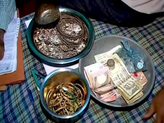 Videos : चपरासी के घर से लोकायुक्त के छापे में मिली करोड़ों की संपत्ति