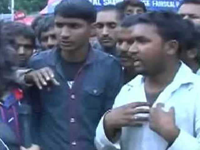 Video : Jammu and Kashmir Floods: Migrant Workers, Trapped in Srinagar, Desperate to Leave