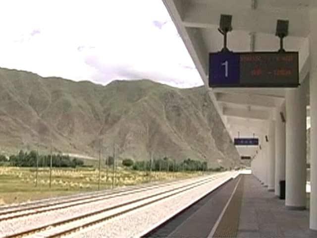 Video : तिब्बत में रेल नेटवर्क बिछाता चीन