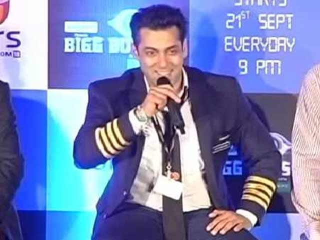 Video : Salman Khan Wants Sanjay Dutt in Bigg Boss