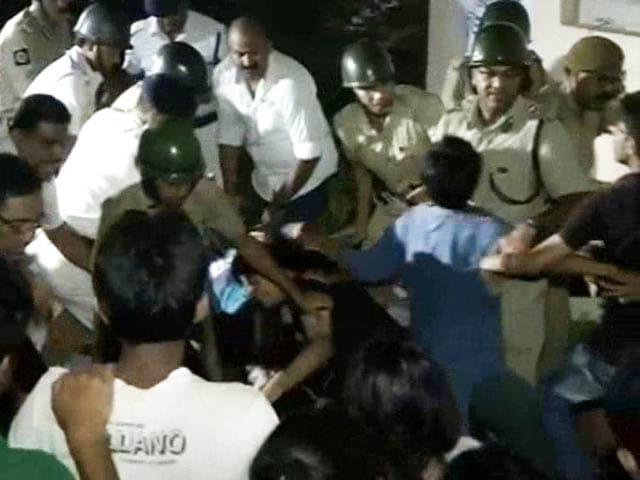 Video : Clashes After Midnight At Kolkata's Jadavpur University, Students Blame Police