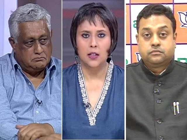 Video : Watch: Ujjain Vice Chancellor Man-Handled - Communal Politics Over National Calamity?