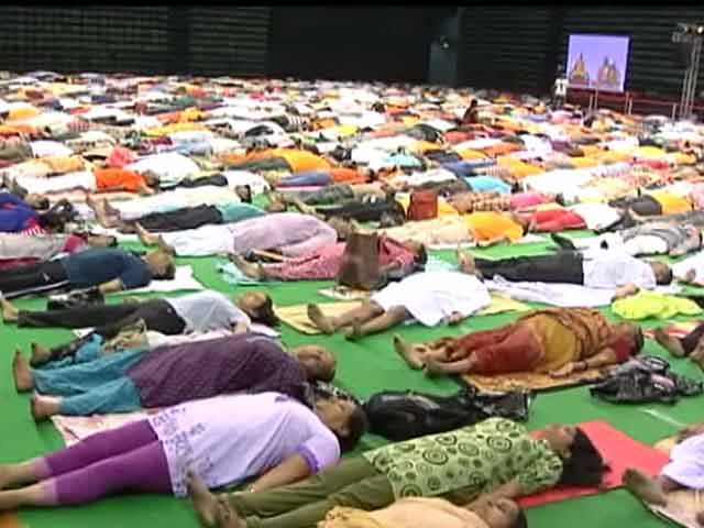 Video : दिल्ली में योग उत्सव, सैकड़ों लोगों ने लिया हिस्सा