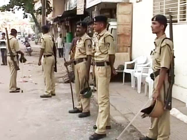 Video : Communal Clashes in Vadodara: 40 Arrested, Riot Police Keep Vigil