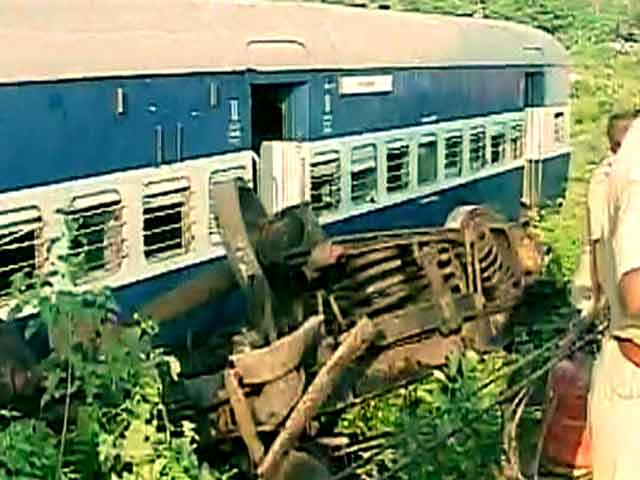 Video : 12 Killed, 45 Injured After Passenger Trains Collide in Uttar Pradesh