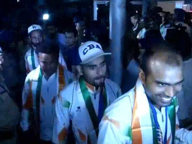 Video : Asian Games 2014: Indian Hockey Team Returns Home to Heroes' Welcome