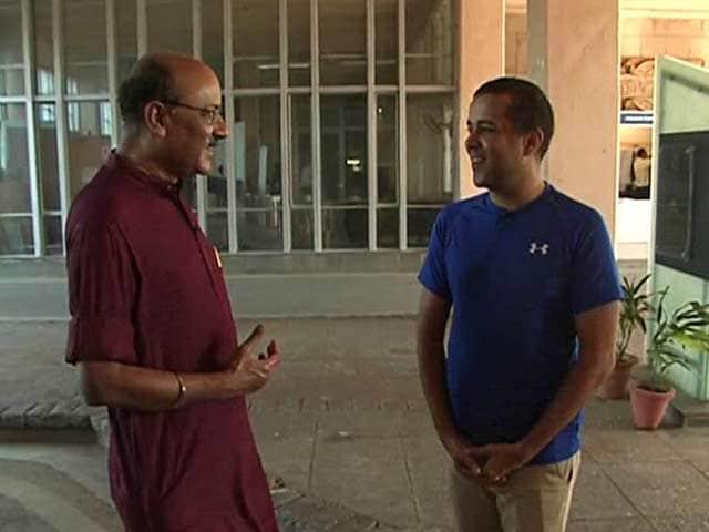 Video : Walk The Talk With Chetan Bhagat