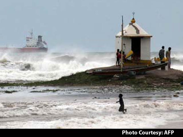 Video : Cyclone Hudhud Expected to Hit Andhra Pradesh Today, Thousands Evacuated